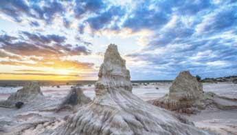 Mungo National Park - Classic Australian Drive (Touring Route) - Love NSW Caravan & Camping
